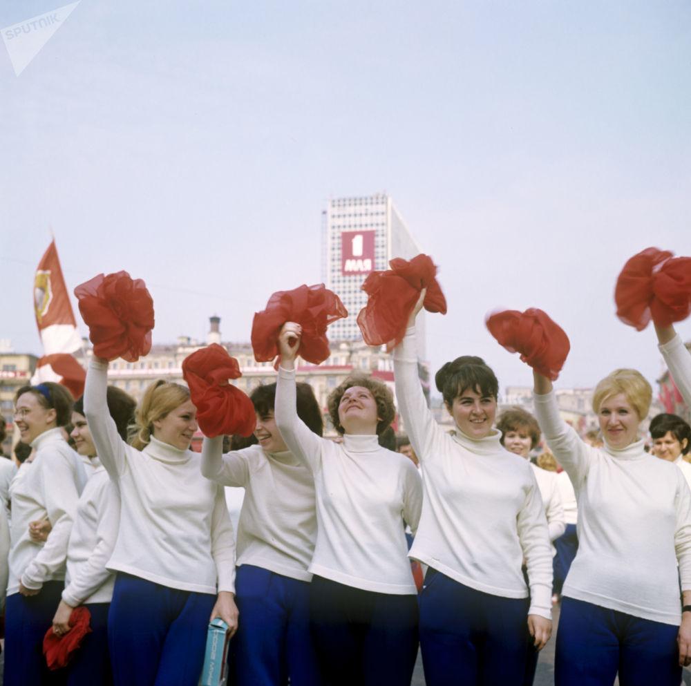 La parata dedicata alla cultura fisica per il giorno della solidarietà internazionale dei lavoratori, 1969.