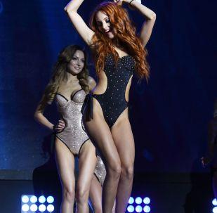 Le partecipanti al concorso Mrs&Ms Russia Earth 2018.