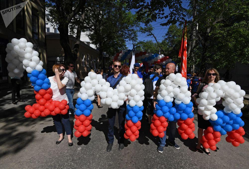 I partecipanti alle manifestazioni del Primo Maggio a Sinferopoli.