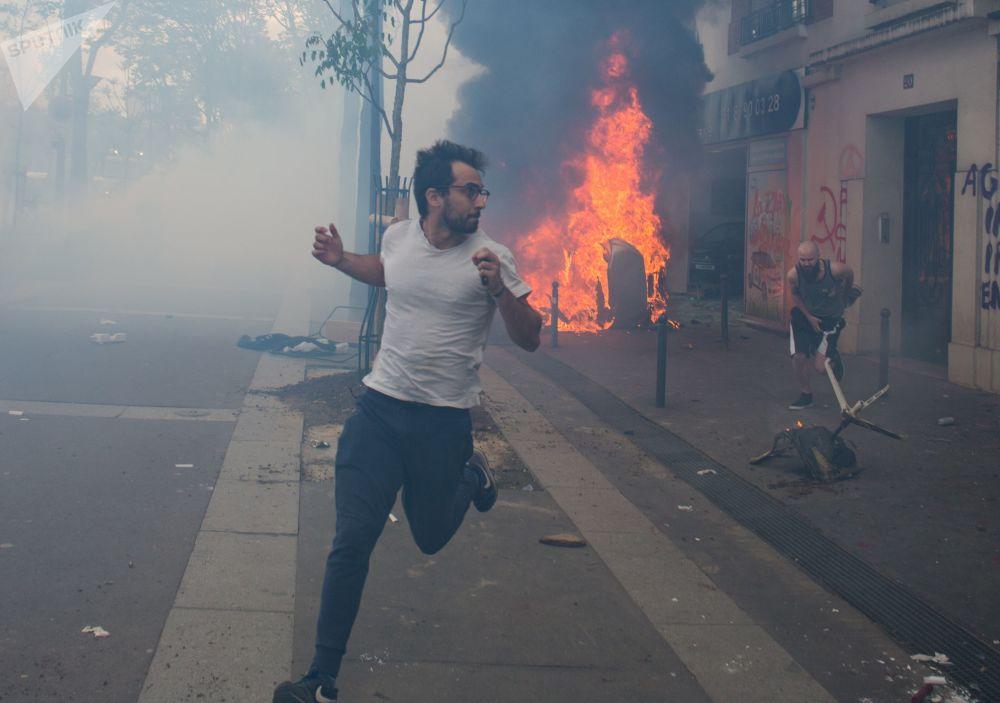 I disordini alle manifestazioni del Primo Maggio a Parigi.