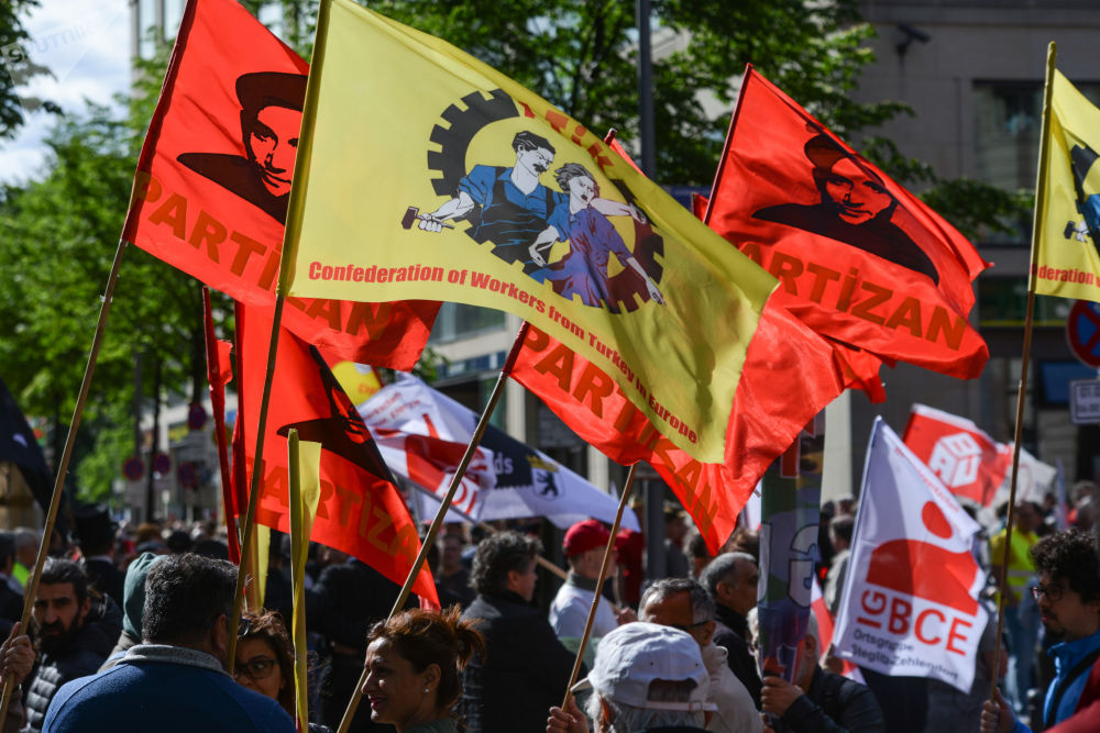 I partecipanti alle manifestazione del Primo Maggio a Berlino