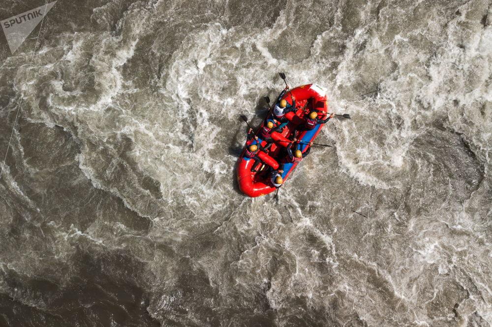 I partecipanti alla Coppa della Russia di rafting Interrally Belaya 2018 nella repubblica di Adygeya.