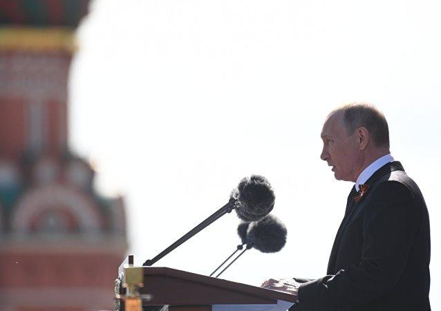 Il presidente Putin prende la parola