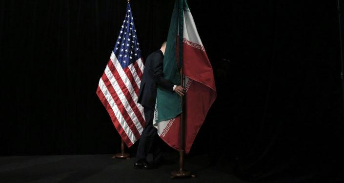 Le bandiere degli Usa e dell'Iran