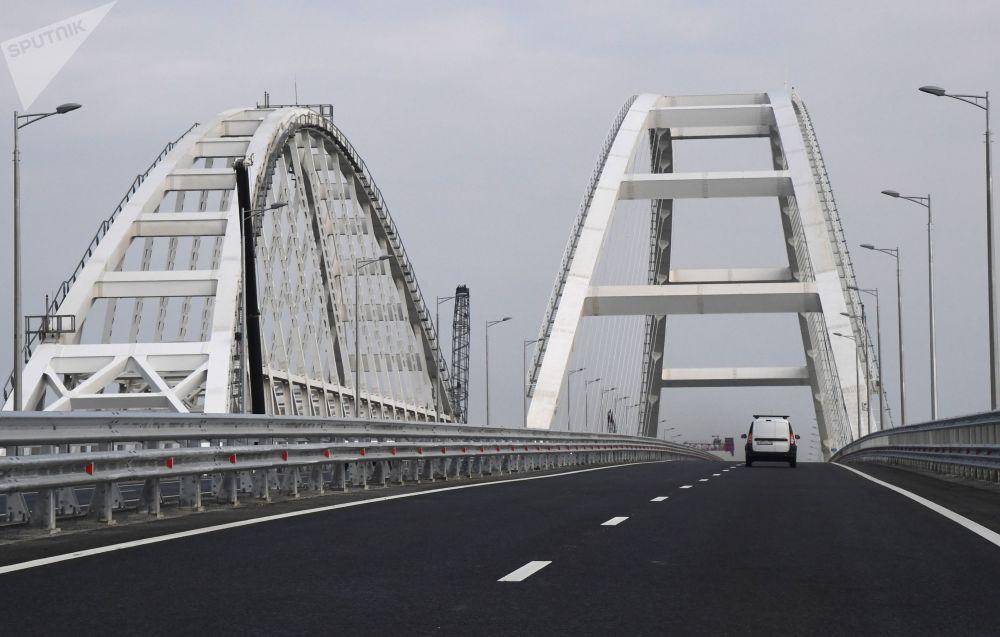 I primi viaggi sul ponte della Crimea