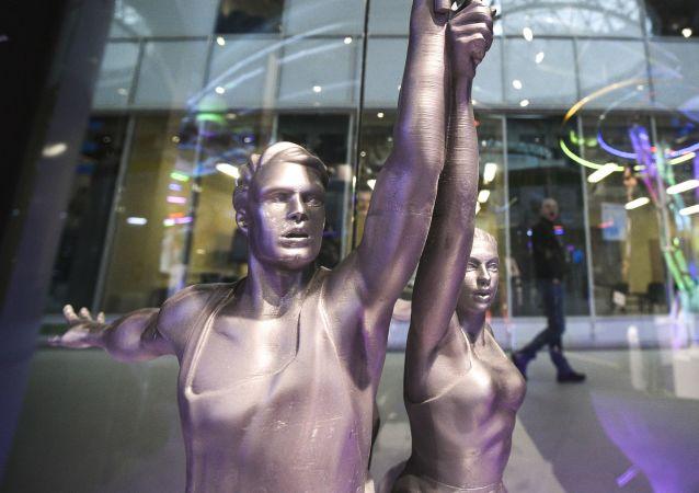 Una copia della statua L'operaio e la kolchoziana realizzata in occasione del forum Open Innovations 2016 di Skolkovo.