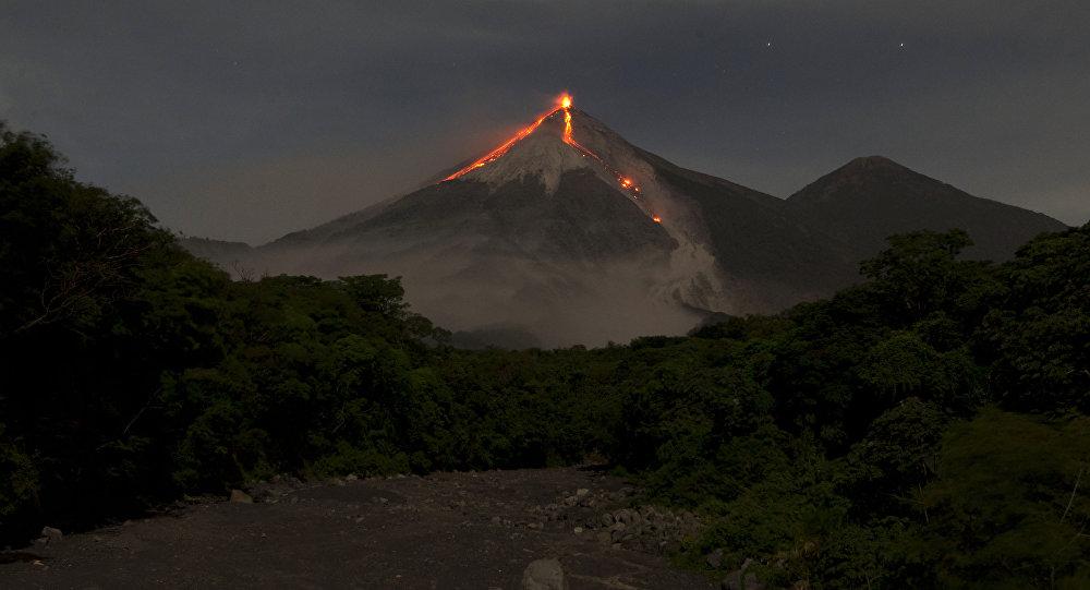 Il vulcano de Fuego in Guatemala (foto d'archivio)