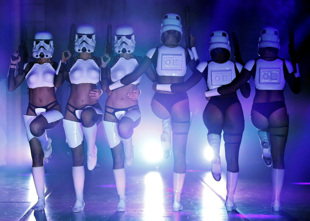 The Empire Strips Back: A Star Wars Burlesque Parody a Los Angeles.