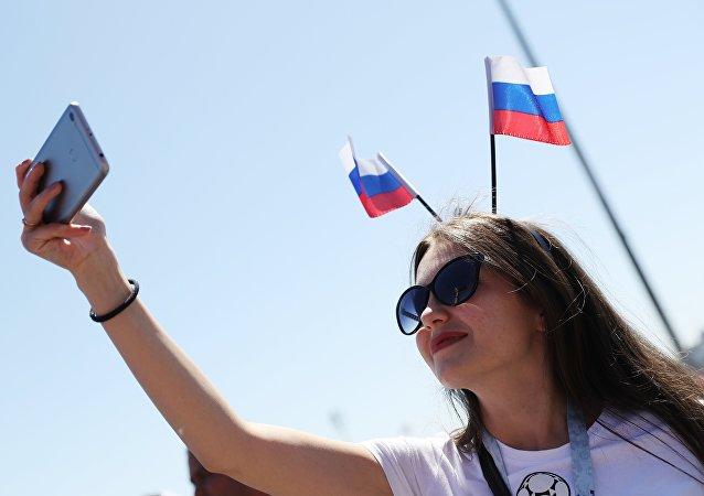 Una tifosa russa prima dell'unizio di una partita dei Mondiali