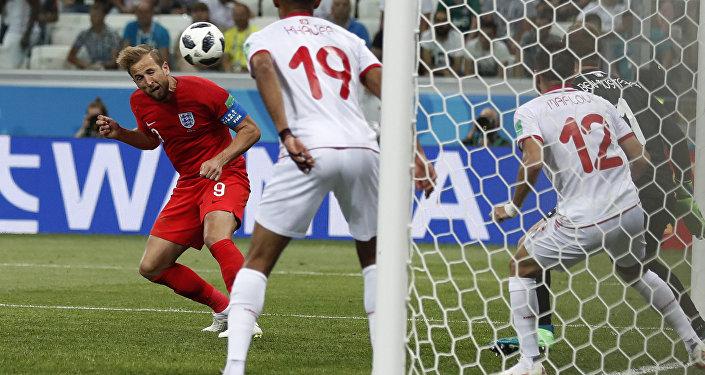 Il gol con cui Harry Kane ha regalato alla nazionale inglese la vittoria contro la Tunisia