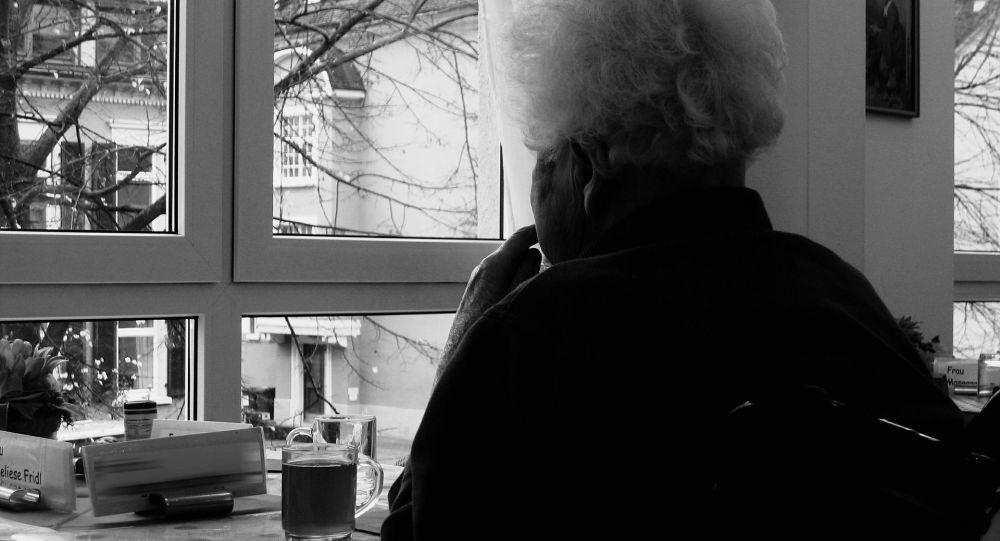 Donna con alzheimer
