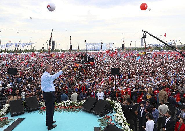 Comizio elettorale di Erdogan