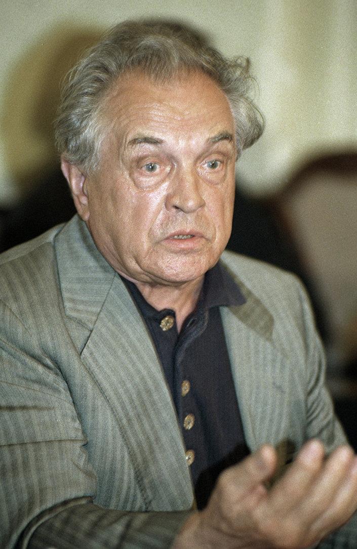 Lo scrittore e filosofo russo Alexandr Zinoviev.
