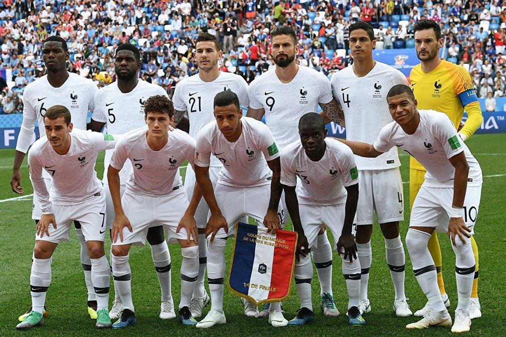 L' Undici della Francia prima dell'inizio del quarto di finale contro l'Uruguay