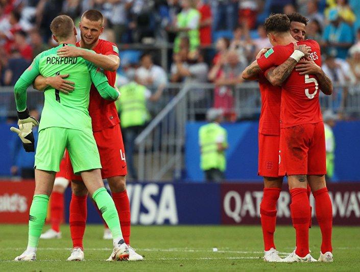 La gioia dei giocatori inglesi dopo il fischio finale del quarto di finale vinto 2-0 sulla Svezia