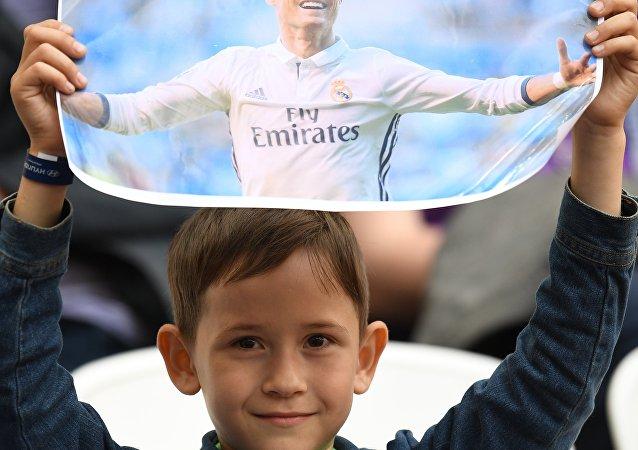 Un piccolo fan di Cristiano Ronaldo allo stadio