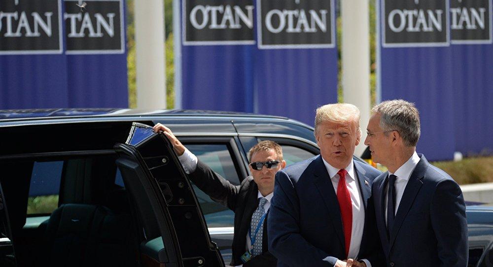 Il presidente statunitense Donald Trump e il segretario generale della NATO Jens Stoltenberg.