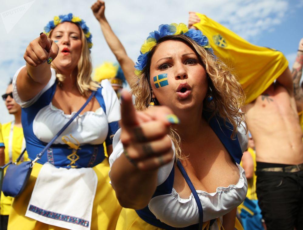Le tifose della nazionale svedese.