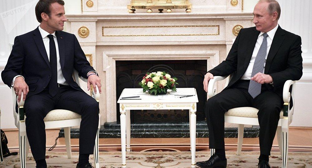 L'incontro tra Putin e Macron