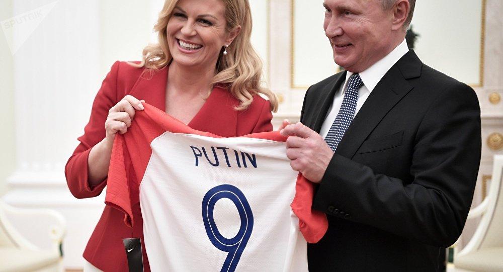 Vladimir Putin durante l'incontro con la presidente croata Kolinda Grabar-Kitarović