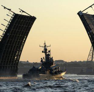 Le prove generali della parata in onore del Giorno della Marina russa