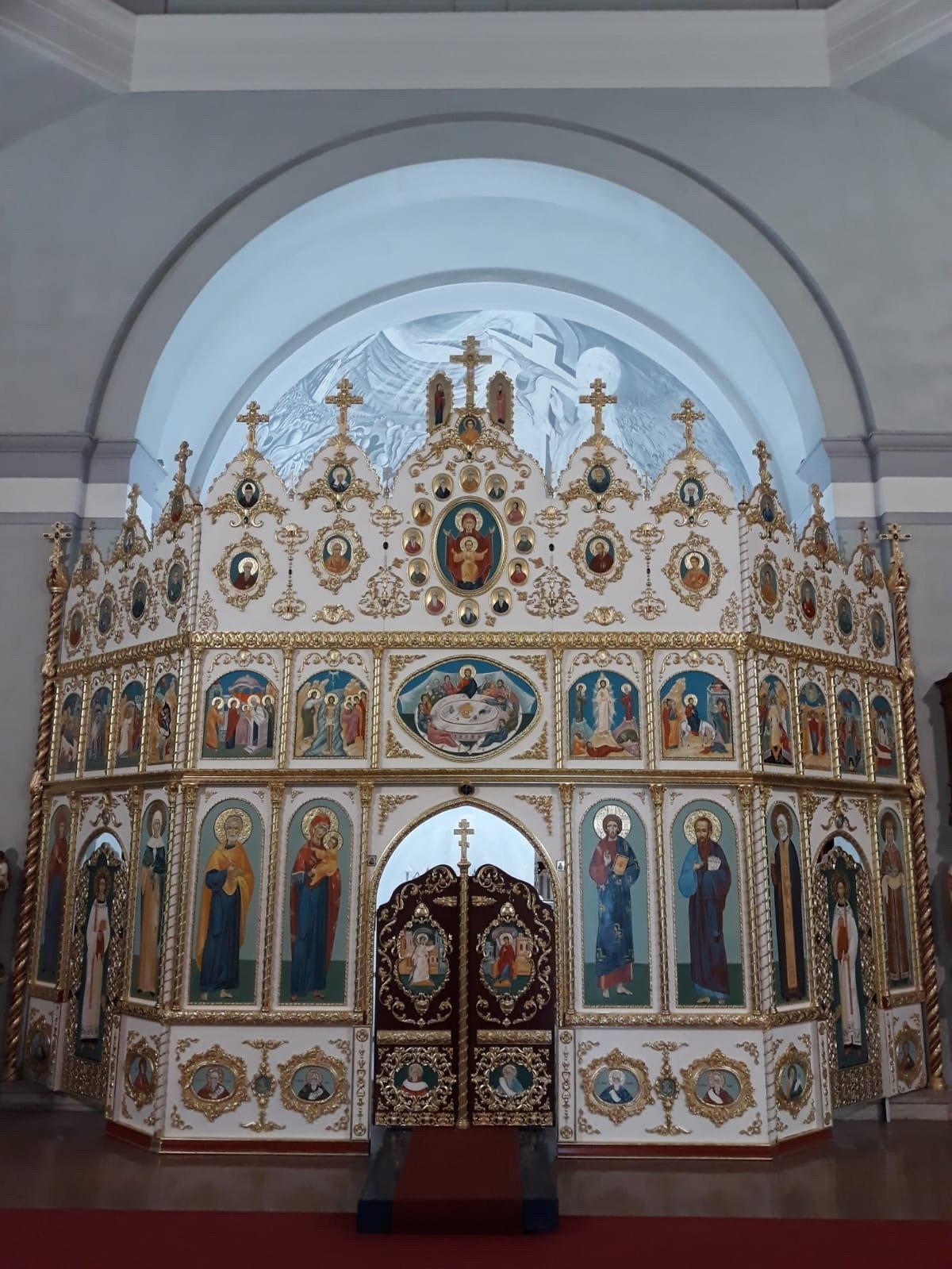 La nuova Iconostasi alla Chiesa Cristiana Ortodossa dei Santi Apostoli Pietro e Paolo di Como
