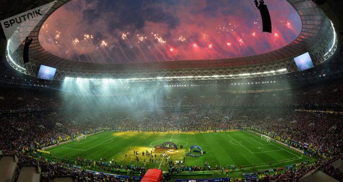 Fuochi di artificio alla cerimonia di chiusura dei Mondiali 2018