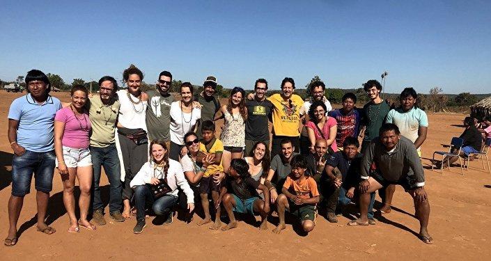 15 turisti che hanno visitato la tribù tra il 6 e il 12 luglio