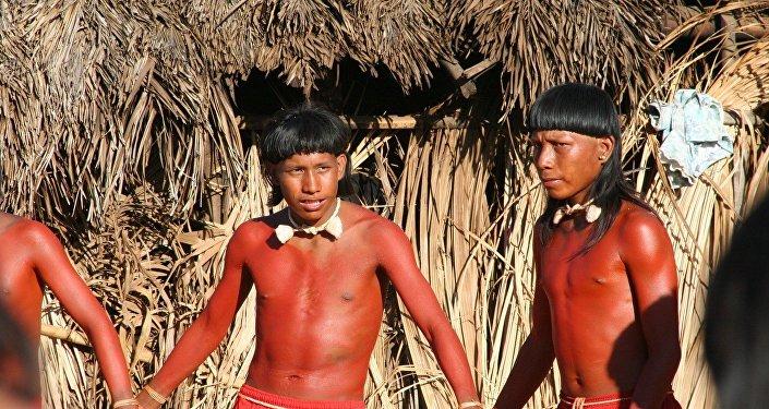 Nativi Xavante durante un rituale