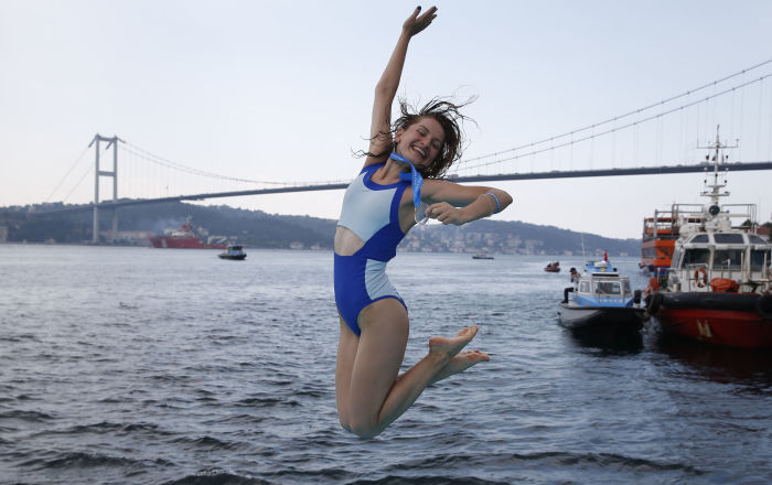 A nuoto dall'Asia all'Europa