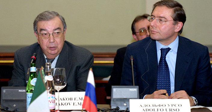 2003, Primakov allora presidente dell'Unione delle Camere di Commercio russe incontra il suo omologo italiano Adolfo Urso