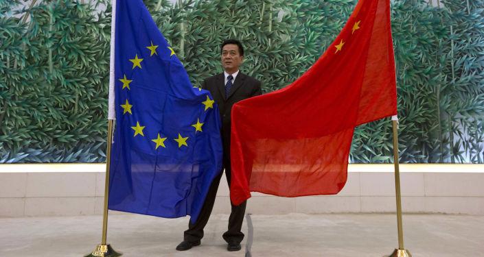 Bandiere UE e Cina