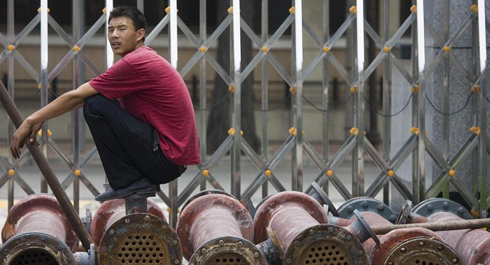 Uomo cinese su un camion