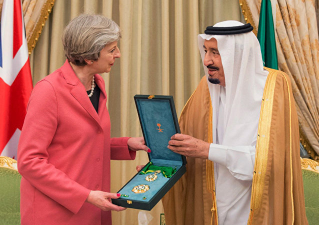 Theresa May e il re dell'Arabia Saudita Salman, 2017