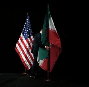 Bandiere degli Usa e dell'Iran