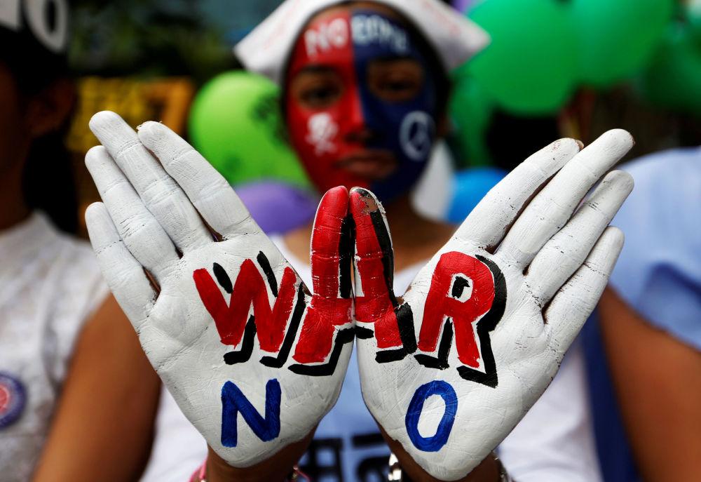Manifestazione di pace dedicata all'anniversario della tragedia di Hiroshima a Mumbai, India.