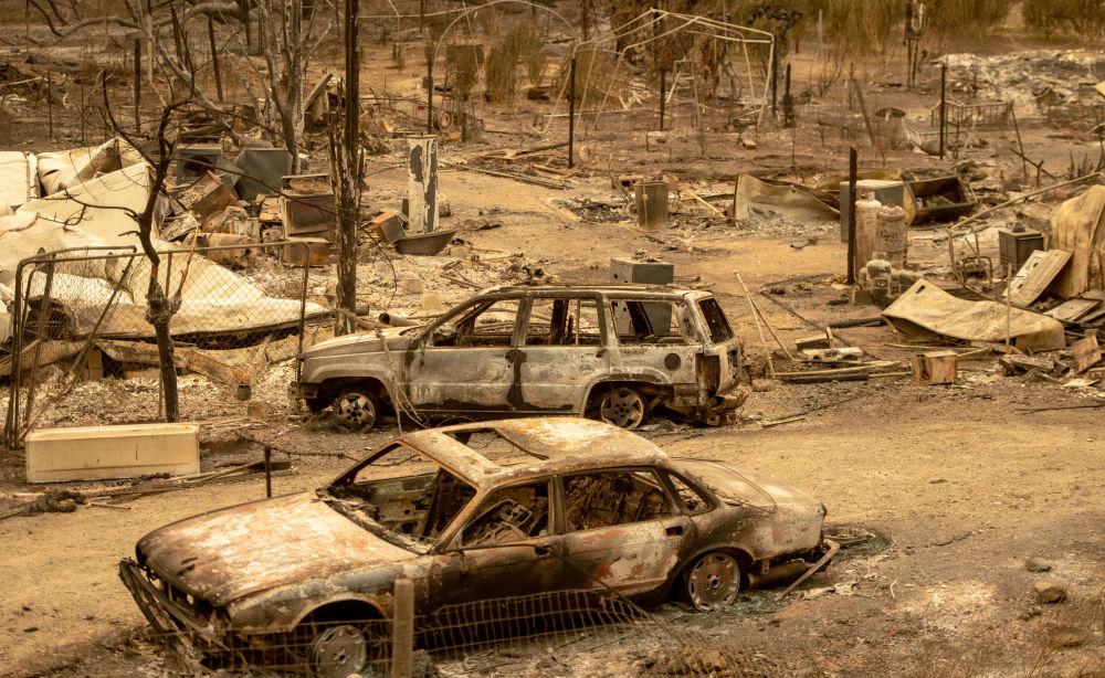 Auto bruciate durante gli incendi in California, USA.
