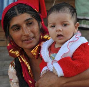 Una zingara con suo bambino