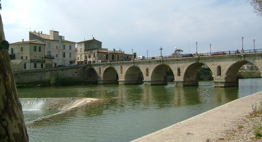 Il ponte romano a Sommieres in Francia