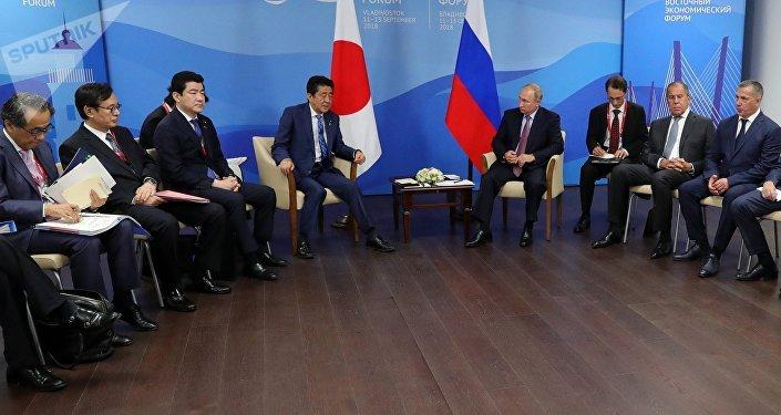 Putin e Abe al forum di Vladivostok