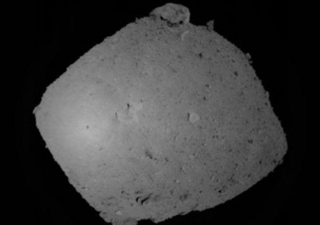 L'ombra della sonda spaziale Hayabusa