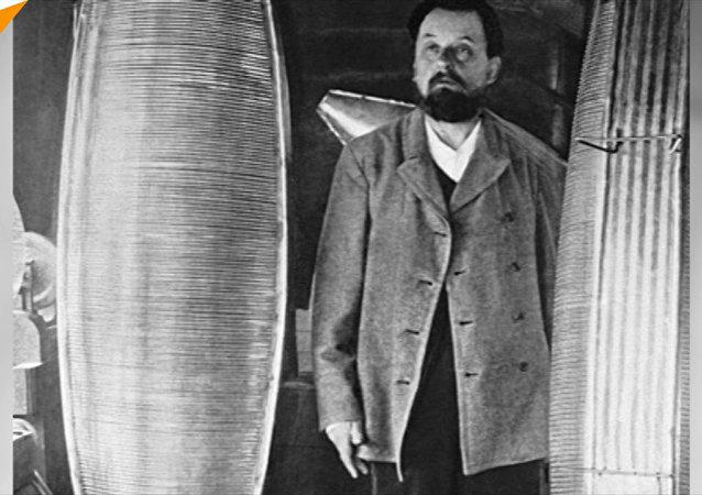Lo scienziato autodidatta e inventore Konstantin Tsiolkovsky