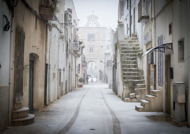 Le vie di Sammichele di Bari sotto la neve
