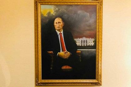 Il ritratto di Putin nell'hotel di Trump