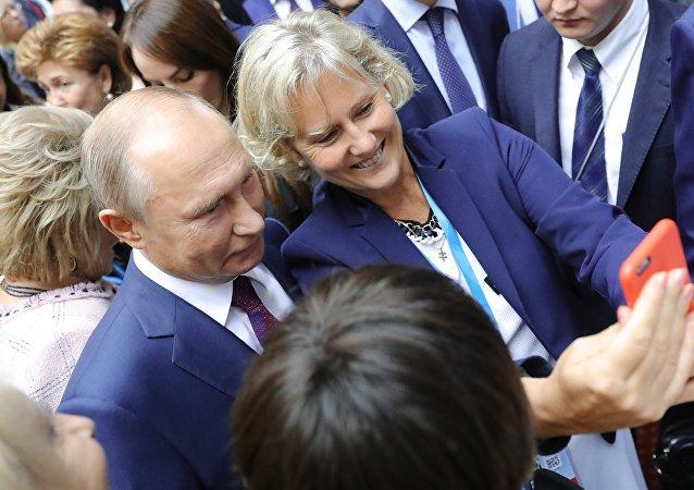 Putin parla al secondo Forum eurasiatico delle donne