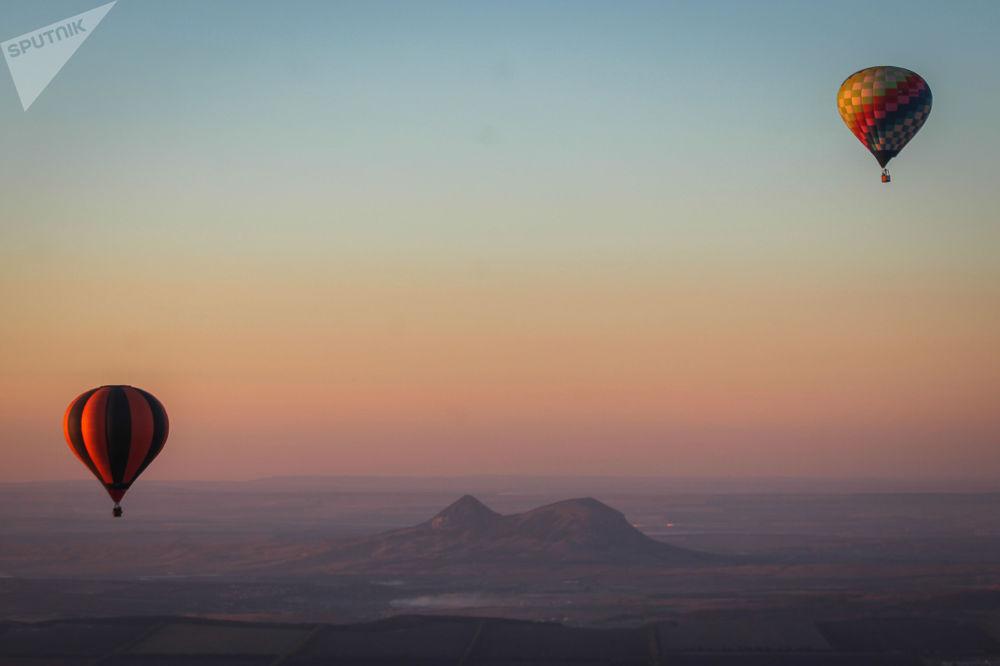 Le mongolfiere al festival del territorio di Stavropol, Russia.