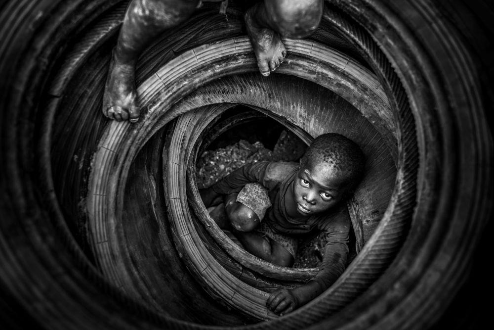 Foto 'Boulmigou - The Paradise of Forgotten Hearts (Boulmigou - Il paradiso dei cuori dimenticati)' foto dal Burkina Faso di Antonio Aragón Renuncio, vincitore della nomination 'Highly Commended' del concorso Environmental Photographer of the Year 2018