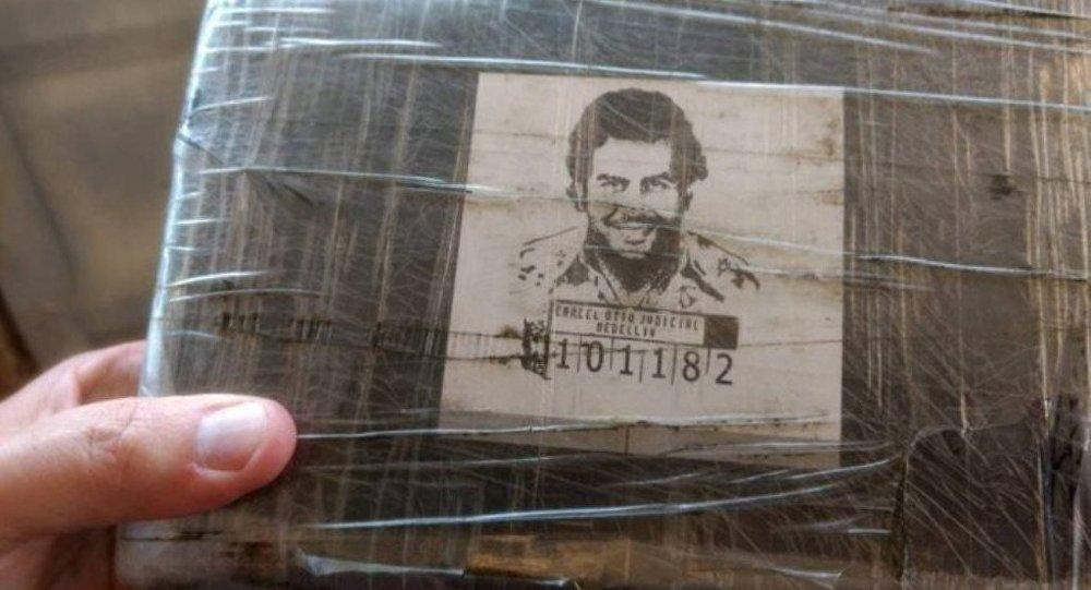 Cocaína com rosto de Escobar no Rio.