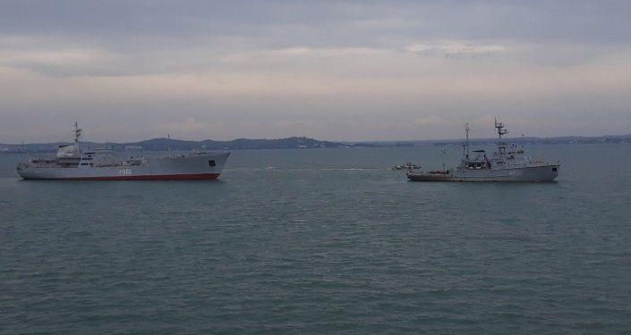 Navi della Marina ucraina nello stretto di Kerch