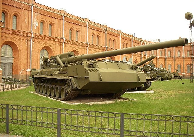 The 203-mm self-propelled gun 2S7 «Pion» at the Saint Petersburg Artillery Museum